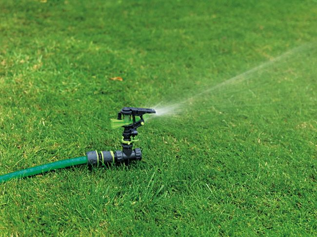 Arrosage jardin pelouse lot de 2 arroseurs cracheurs sprinkler t te pic - Arrosage pelouse enterre ...